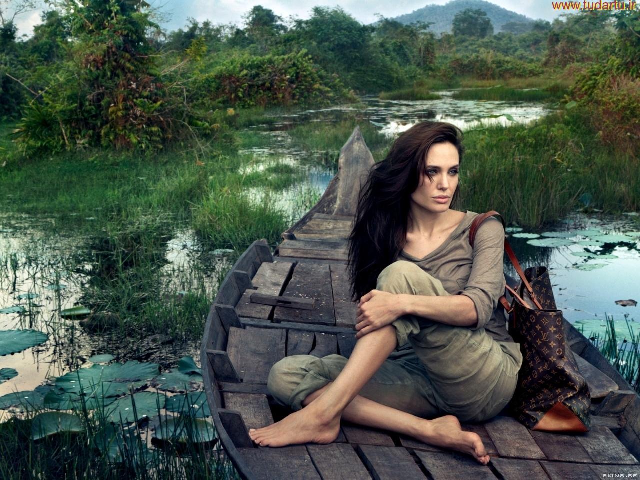 والپپیپر فانتزی و رویایی آنجلینا جولی | angelina jolie emotional wallpaper